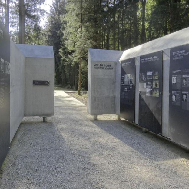 Gedenkorte Mühldorfer Hart, Informationsschleuse, innen