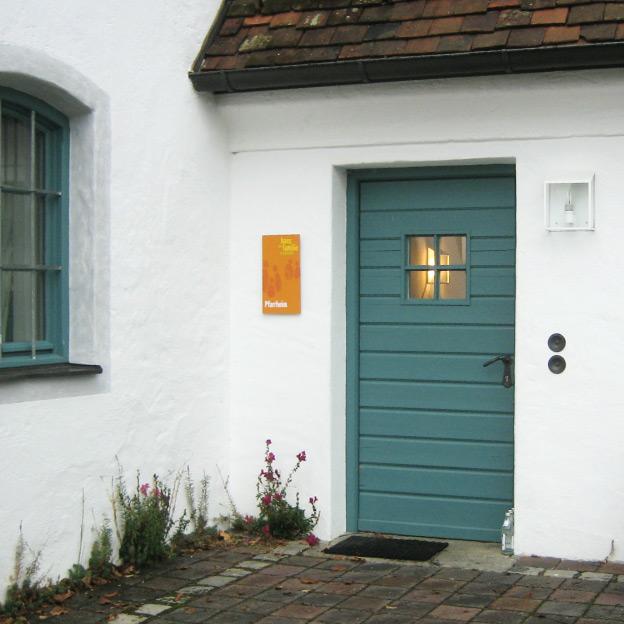 Haus der Familie, Niederbergkirchen, Beschilderung